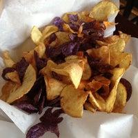 Foto scattata a Nine-Ten Restaurant and Bar da Michelle E. il 5/29/2012