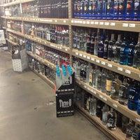 Das Foto wurde bei Emilio's Beverage Warehouse von Ferny D. am 2/23/2012 aufgenommen