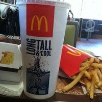 4/7/2012 tarihinde Mylene B.ziyaretçi tarafından McDonald's'de çekilen fotoğraf