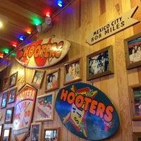 Foto tomada en Hooters por Daneth N. el 4/17/2012
