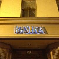 Foto tirada no(a) Rasika por Kami S. em 3/24/2012