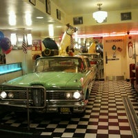 Foto diambil di Lori's Diner oleh Lidia M. pada 5/16/2012