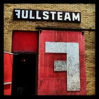 Снимок сделан в Fullsteam Brewery пользователем Whitney M. 7/29/2012
