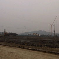 Снимок сделан в Mong Duong Power Plant Site пользователем Hendrick V. 2/8/2012
