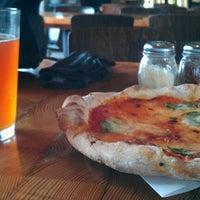 Снимок сделан в Pitfire Pizza пользователем Dan M. 7/22/2012