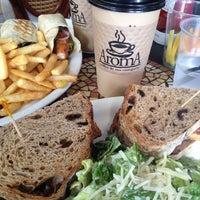 Das Foto wurde bei Aroma Coffee and Tea Co. von Bria M. am 6/12/2012 aufgenommen