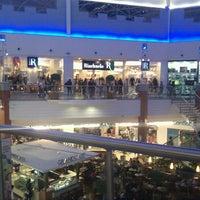 รูปภาพถ่ายที่ Floripa Shopping โดย Aislan M. เมื่อ 6/10/2012