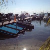 Das Foto wurde bei El Fish Fritanga von Fly I. am 5/8/2012 aufgenommen
