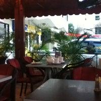 Foto scattata a Petit Paris da Gloria il 7/13/2012