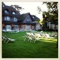 Foto tomada en Paris Country Club por Huan C. el 9/7/2012