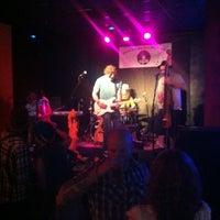 Foto diambil di Wild Tymes Sports & Music Bar oleh Laurel A. pada 5/11/2012