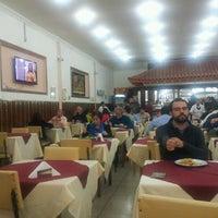 Foto scattata a Elaine Rotisserie e Restaurante da Sérgio S. il 5/17/2012
