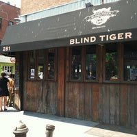 Photo prise au The Blind Tiger par Tamara H. le5/28/2012