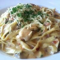 Foto scattata a Pizza Nova da Christine G. il 5/8/2012