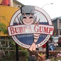 Foto diambil di Bubba Gump Shrimp Co. oleh King S. pada 3/19/2012