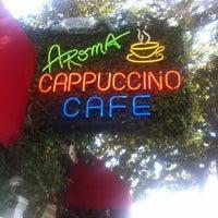 Das Foto wurde bei Aroma Coffee and Tea Co. von Karla M. am 3/10/2012 aufgenommen