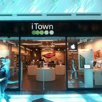 Photo prise au iTown par Armando M. le8/9/2012