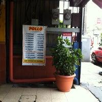 Снимок сделан в La Casa del Pollo Papi пользователем Marylin M. 4/8/2012