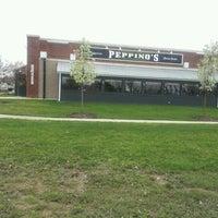 Foto tomada en Peppino's Sports Lounge South por Jacob D. el 3/31/2012