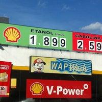 Foto tirada no(a) Posto Wap (Shell) por Rafael K. em 6/21/2012