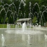 Foto tomada en Piedmont Park Legacy Fountain por Ralph H. el 4/7/2012
