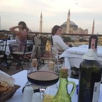 Foto diambil di Şah Cafe & Bar oleh Kayhan P. pada 6/5/2012