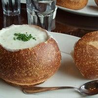 8/25/2012 tarihinde Wendy F.ziyaretçi tarafından Boudin Bakery Café Baker's Hall'de çekilen fotoğraf