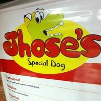 Foto tirada no(a) Jhose's Special Dog por Will L. em 2/23/2012
