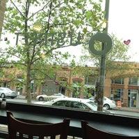 Foto diambil di U Street Café oleh Liz M. pada 7/15/2012