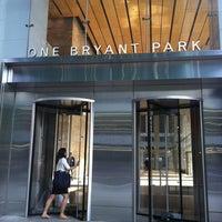 Foto tirada no(a) Bank of America Tower por Jackie P. em 8/24/2012
