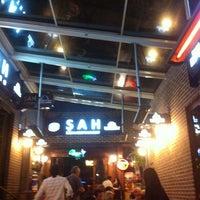 Foto diambil di Şah Cafe & Bar oleh Irina K. pada 5/9/2012