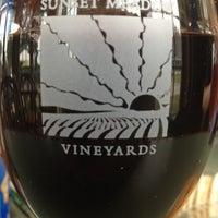 7/15/2012 tarihinde Ivoziyaretçi tarafından Sunset Meadow Vineyards  SMV'de çekilen fotoğraf