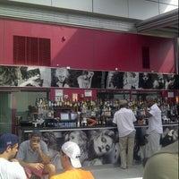 Das Foto wurde bei Plunge Rooftop Bar & Lounge von Bianca S. am 8/5/2012 aufgenommen