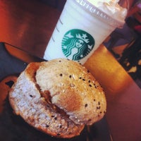Foto scattata a Starbucks da Nickie T. il 4/20/2012