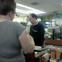 4/28/2012 tarihinde Danica S.ziyaretçi tarafından Farmer Joe's Marketplace'de çekilen fotoğraf