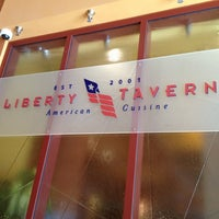 3/11/2012 tarihinde danica k.ziyaretçi tarafından Liberty Tavern'de çekilen fotoğraf