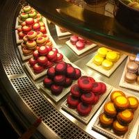 Foto tirada no(a) Confectionary (Cafe Pushkin) por Maria G. em 8/27/2012