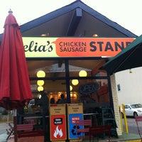 Foto tomada en Delia's Chicken Sausage Stand por April K. el 2/4/2012