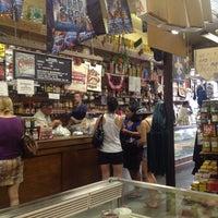 Foto tomada en Central Grocery Co. por Clandestine N. el 7/26/2012
