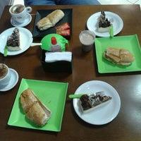 Foto tirada no(a) Pausa Caffè por Handrus N. em 5/22/2012