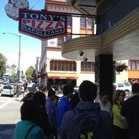 6/23/2012 tarihinde Solomon C.ziyaretçi tarafından Tony's Pizza Napoletana'de çekilen fotoğraf