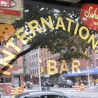 Foto tomada en International Bar por Party Earth el 4/10/2012