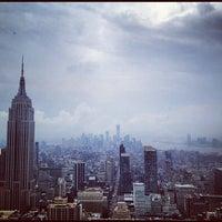 Foto tirada no(a) Bank of America Tower por Bryce R. em 8/14/2012