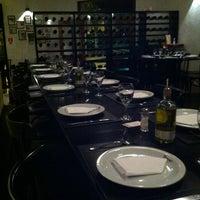 Foto tirada no(a) Forno da Vila Pizzaria por Dina M. em 3/19/2012