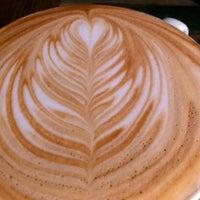 5/6/2012 tarihinde Mike J.ziyaretçi tarafından Bird Rock Coffee Roasters'de çekilen fotoğraf