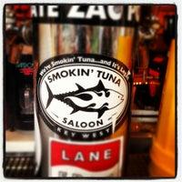 7/30/2012 tarihinde Joey B.ziyaretçi tarafından Smokin' Tuna Saloon'de çekilen fotoğraf