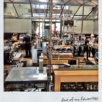 รูปภาพถ่ายที่ Intelligentsia Coffee & Tea โดย Aric B. เมื่อ 7/21/2012