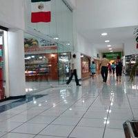 Foto scattata a Plaza Dorada da Daryl R. il 9/1/2012