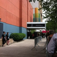 Foto scattata a SVA Theatre da Miriam S. il 4/20/2012
