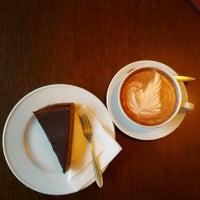Das Foto wurde bei Café Leonar von moeffju am 6/17/2012 aufgenommen